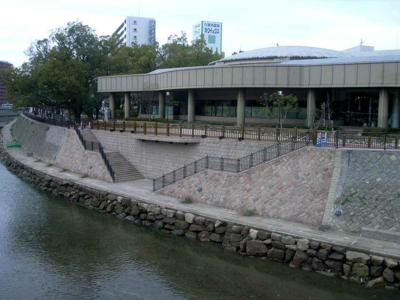 リバーフロント整備工事  (甲突川13工区)